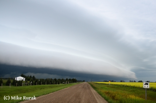 Heavily sheared shelf moving southeast toward Wetaskiwin at 6:30AM July 22nd